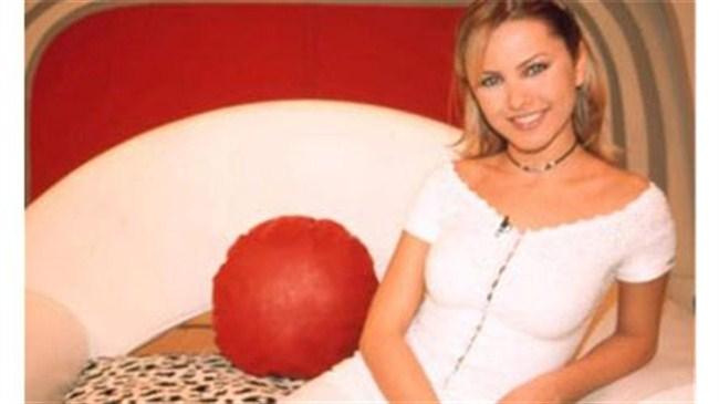 Şiddete dayanamayan Ece Erken boşanıyor